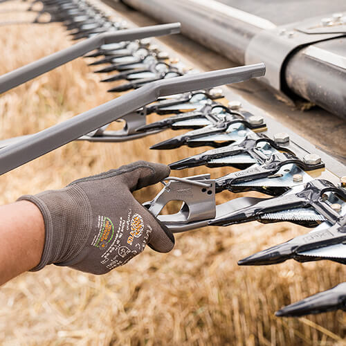 Easy-to-mount strap on crop lifter
